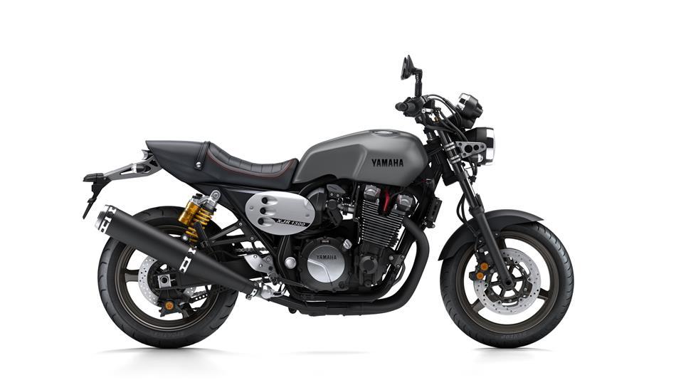 2015-Yamaha-XJR1300-EU-Matt-Grey-Studio-002