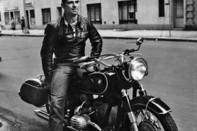 oliver_on_motorbike_in_greenwich_village_1961_on_my_new_bmw_r60_