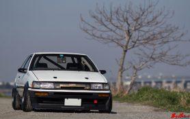 kouki-levin-2door-coupe-watanabe-panda-negative-camber-ae86-dot-net-1000x630