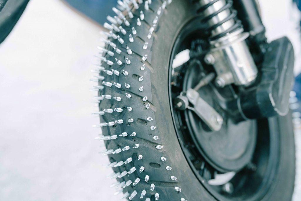 Studded tyres snow